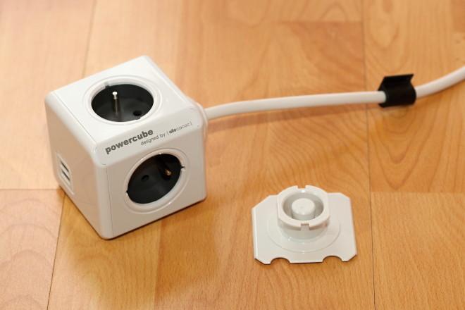 PowerCube Extended USB nabízí 4x zásuvku 220V + 2x USB napájení 5V/2.1A, montážní dock a přívodní šňůru délky 1,5m