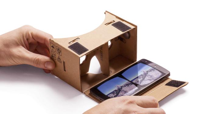 Google Cardboard - kartonové brýle pro virtuální realitu. Zdroj: Google.