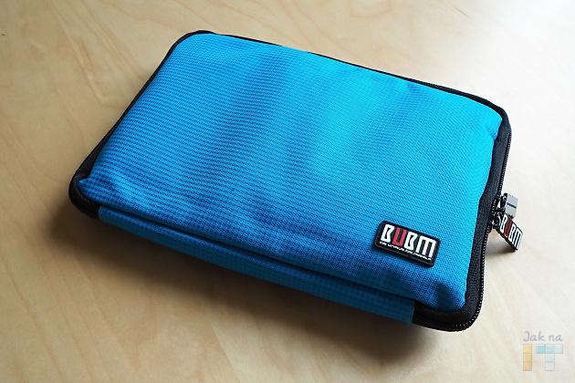 Pouzdra BUBM jsou k dispozici v několika barvách a velikostech - na obrázku je model 10L o rozměrech 22,5 x 16,5 x 2 cm.